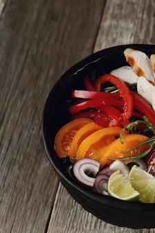 Вкусная курица гриль с овощами на ужин