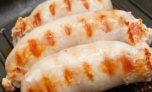 Вкусные колбаски гриль