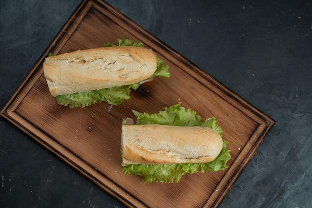 おいしいハムと野菜のサンドイッチ