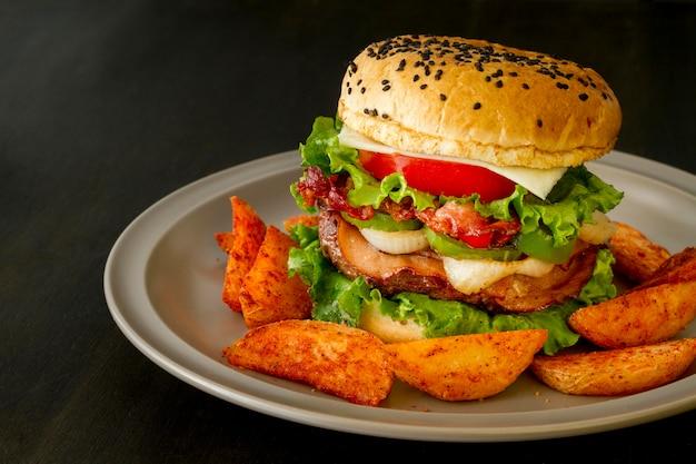 フライドポテトのおいしいハンバーガー