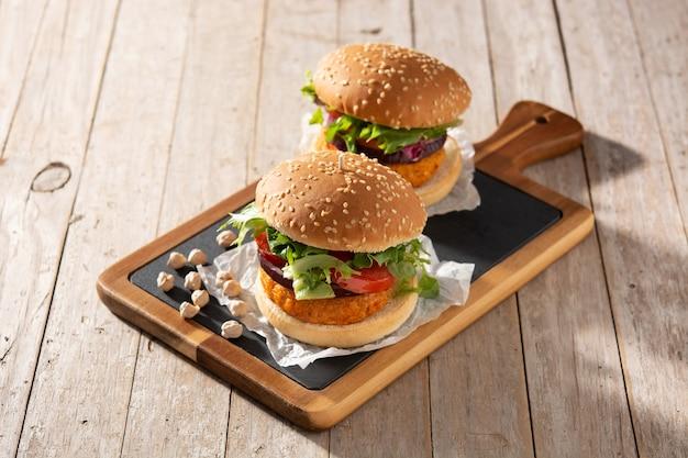 おいしい健康的なひよこ豆のハンバーガー。代替食。ビーガンフードのコンセプト。