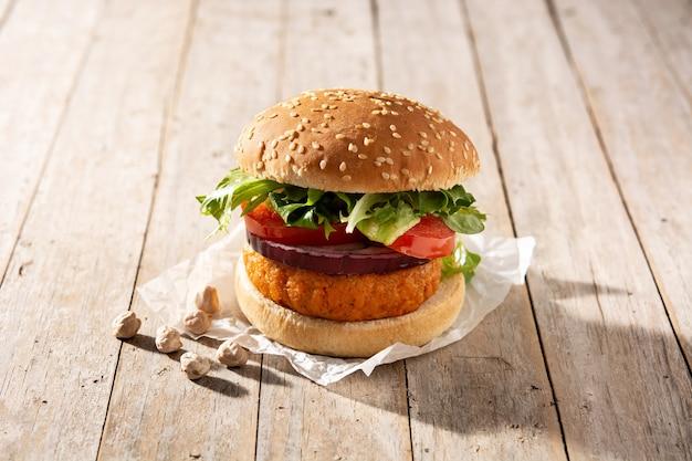 ヘルシーなひよこ豆のハンバーガー。