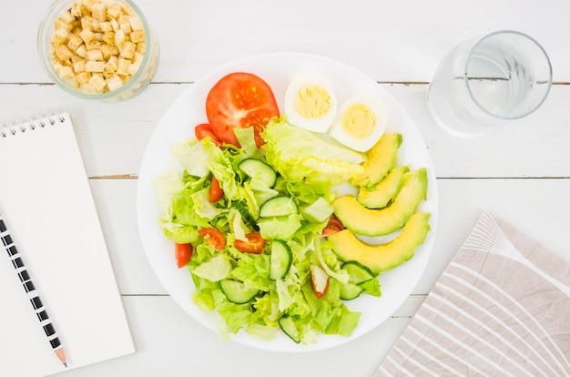 Delicious and healthy lettuce salad