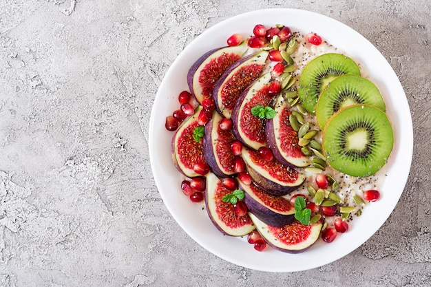 Delicious and healthy oatmeal with figs, kiwi and pomegranate.