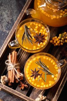 Tè all'olivello spinoso delizioso e salutare