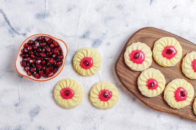 Вкусное домашнее печенье с зернами граната.