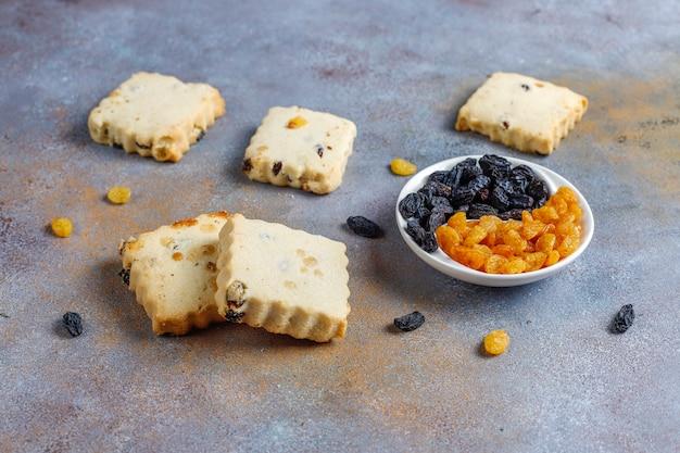 Deliziosi biscotti fatti in casa con uvetta.