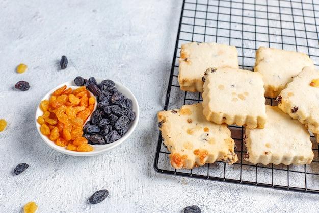 レーズン入りの美味しい自家製クッキー。