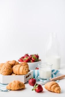 Вкусные домашние круассаны, готовые к употреблению