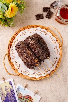 おいしい自家製ドーナツパハアヤムドーナツパハアヤムはインドネシアの伝統的なおやつです