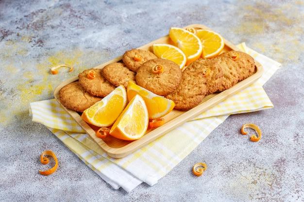 おいしい自家製オレンジの皮のクッキー。
