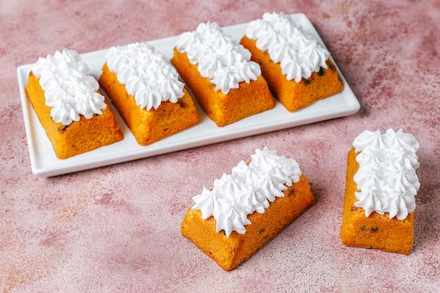 Delicious homemade small fruit cakes,raisin cakes