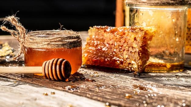 Вкусный мед и свежие соты