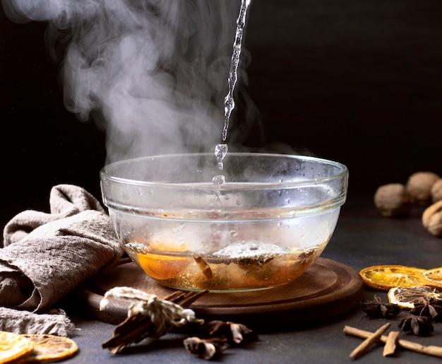おいしい温かいスープの冬の食べ物