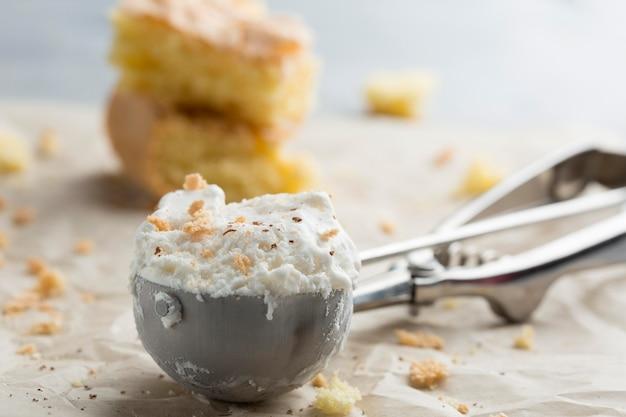 Delizioso gelato nel cucchiaio
