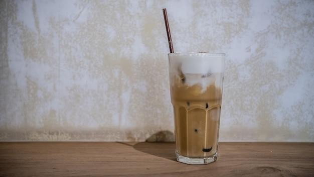 Вкусный кофе со льдом капучино