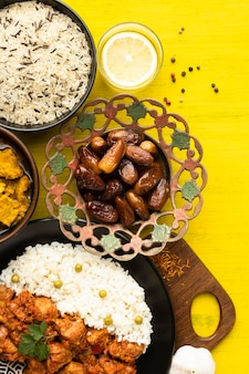Вид сверху вкусной индийской кухни