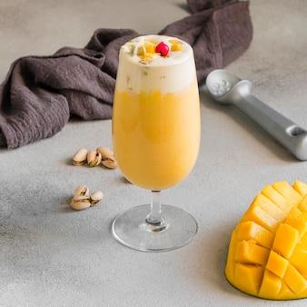 Deliziosa bevanda al mango indiano