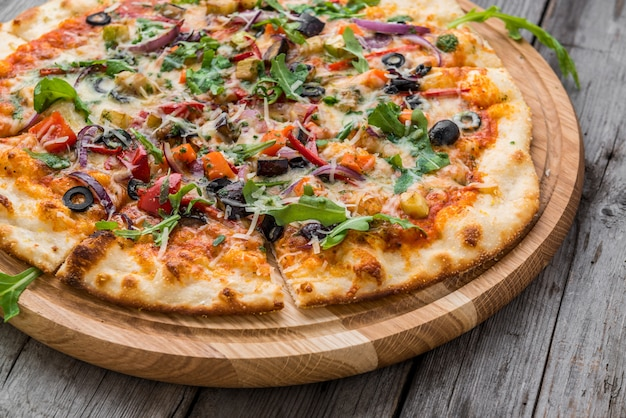 Delicious italian pizza with vegetables