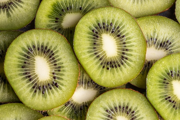 Vista dall'alto di deliziosi kiwi