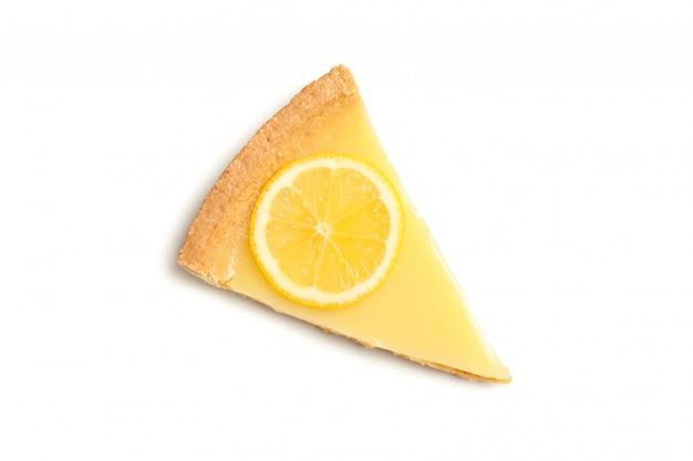 맛있는 레몬 타르트 슬라이스 흰색 배경에 고립