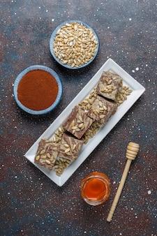 해바라기 씨, 코코아 가루와 꿀, 평면도와 맛있는 대리석 할바