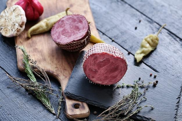 Вкусное мясо с ингредиентами