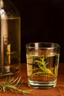 Deliziosa composizione di bevande alcoliche mezcal