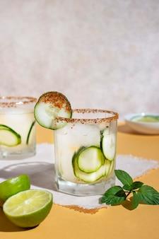 Deliziosa composizione di bevande mezcal