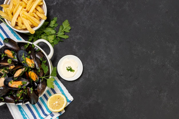Delicious mussel with french fries