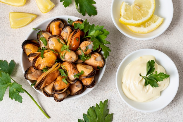Delicious mussels with parsley and lemon