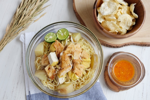 Delicious noodles with tofu potato and lime