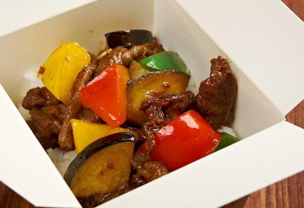 おいしいオリエンタルチャーハンティアハン-肉とオイスターソース、中華料理。テイクアウトボックス
