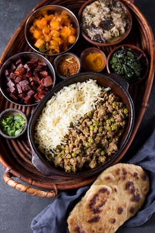Вкусная пакистанская еда на столе