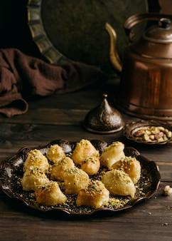 Angolo alto delizioso pasto pakistano