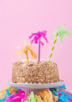 Вкусный праздничный торт с украшениями