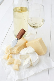 Delicious pieces of cheese and white wine