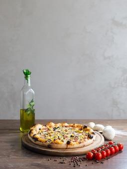 Вкусная пицца, традиционная итальянская пицца.