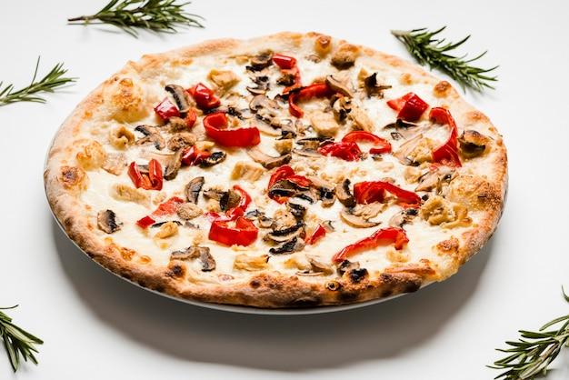 キノコのおいしいピザをクローズアップ