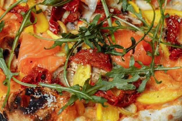 サーモンと野菜のおいしいピザ