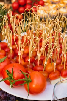 おやつの形の小さなトマトのおいしい部分