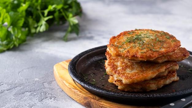 프라이팬에 맛있는 감자 팬케이크