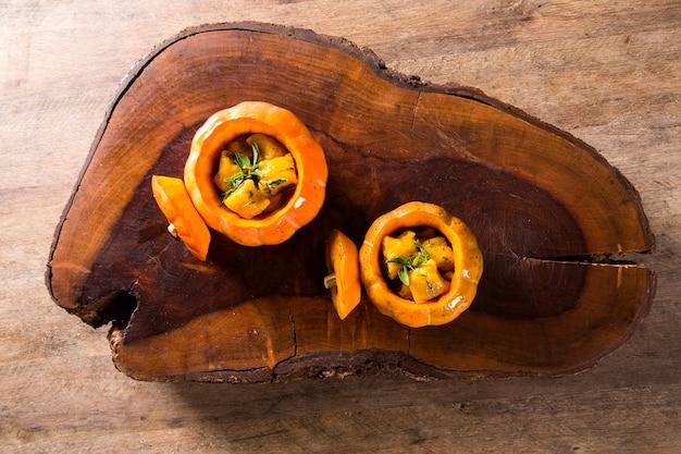 セージの葉とオリーブオイル、ビーガンフードとおいしいカボチャのニョッキ