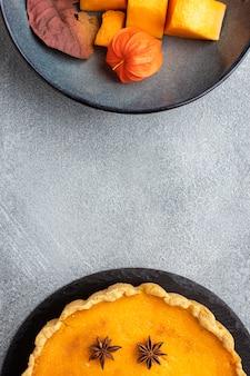 おいしいカボチャのパイとフルーツのスライス