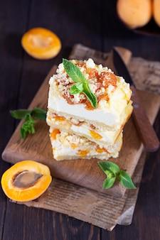 クランブルとおいしい生アプリコットチーズケーキ