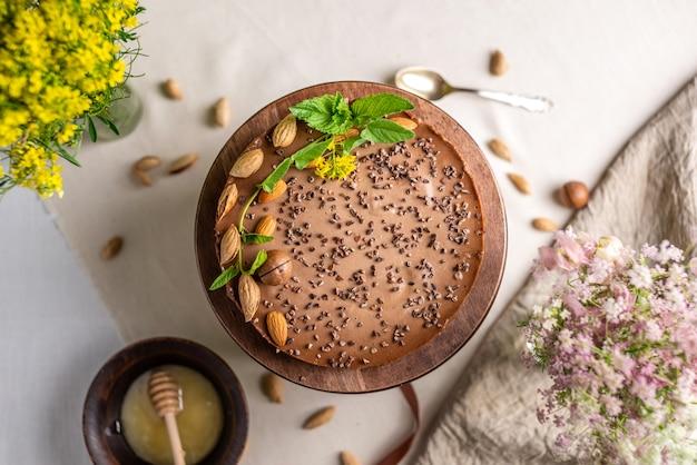 견과류와 함께 맛있는 생 무스 케이크