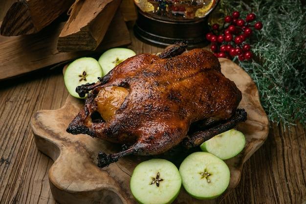 リンゴとおいしいローストクリスマスアヒル