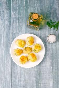 Вкусный жареный молодой картофель с укропом