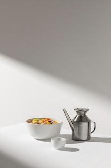 맛있는 샐러드 콩과 주전자