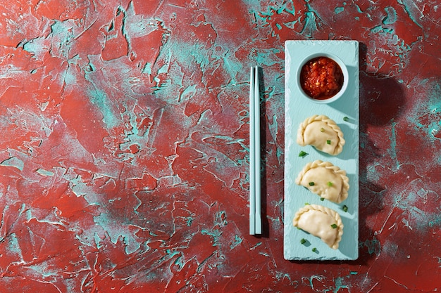 Вкусная композиция из блюд самбала с копией пространства